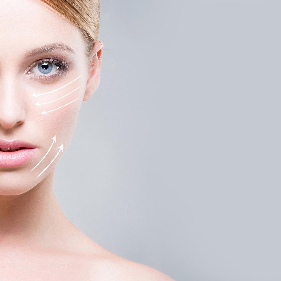 Πορτρέτο νεαρής κοπέλας που προετοιμάζεται για δερματολογική θεραπεία με διάτρητα λευκά βέλη στο πρόσωπό της
